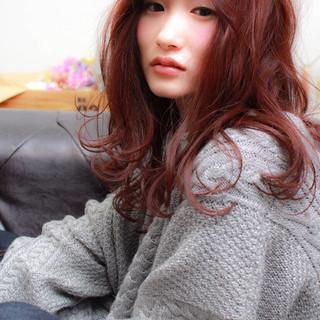 ガーリー 大人かわいい セミロング ベリーピンク ヘアスタイルや髪型の写真・画像