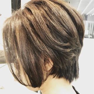 アッシュ 色気 ウルフカット ミルクティー ヘアスタイルや髪型の写真・画像