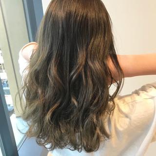 グレージュ オリーブグレージュ ロング フェミニン ヘアスタイルや髪型の写真・画像