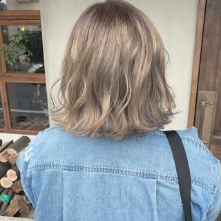 切りっぱなし アッシュグレージュ ボブ ミルクティーグレージュ ヘアスタイルや髪型の写真・画像