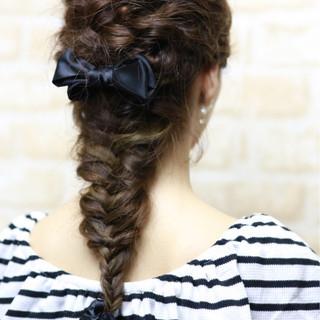 くるりんぱ 外国人風 編み込み フィッシュボーン ヘアスタイルや髪型の写真・画像 ヘアスタイルや髪型の写真・画像