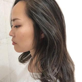 セミロング ナチュラル コントラストハイライト ハイライト ヘアスタイルや髪型の写真・画像