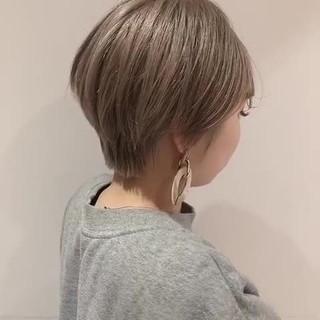 ミルクティーベージュ 透明感カラー ナチュラル ショート ヘアスタイルや髪型の写真・画像