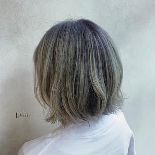 バレイヤージュ グレージュ グレー ストリート ヘアスタイルや髪型の写真・画像