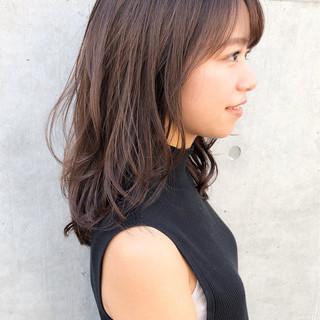 鎖骨ミディアム ミディアムレイヤー 透明感カラー 毛先パーマ ヘアスタイルや髪型の写真・画像