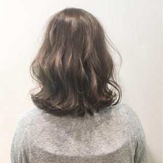 外国人風 アッシュ ミディアム ニュアンス ヘアスタイルや髪型の写真・画像