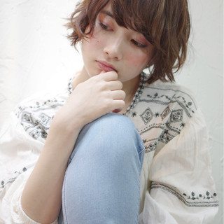 フェミニン 暗髪 ナチュラル 前髪あり ヘアスタイルや髪型の写真・画像