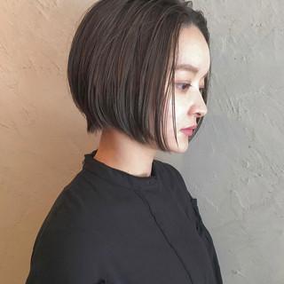ショート ナチュラル 切りっぱなし シースルーバング ヘアスタイルや髪型の写真・画像