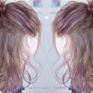 インナーカラー 色気 ハーフアップ ミディアム ヘアスタイルや髪型の写真・画像