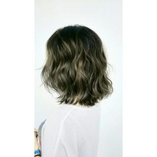 カーキアッシュ ストリート 波ウェーブ ボブ ヘアスタイルや髪型の写真・画像 ヘアスタイルや髪型の写真・画像