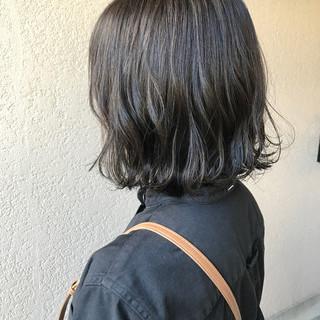 ダークグレー 切りっぱなしボブ ボブ ナチュラル ヘアスタイルや髪型の写真・画像