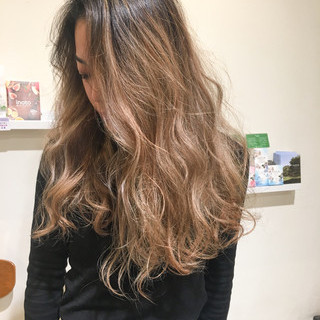 バレイヤージュ 謝恩会 上品 アンニュイ ヘアスタイルや髪型の写真・画像