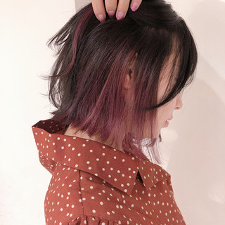 ナチュラル インナーピンク ロング ホワイトベージュ ヘアスタイルや髪型の写真・画像