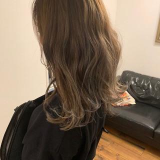 ナチュラル ロング ベージュ ハイライト ヘアスタイルや髪型の写真・画像