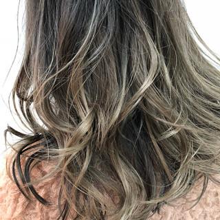 イルミナカラー ヘアアレンジ グレージュ ネイビーアッシュ ヘアスタイルや髪型の写真・画像