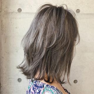 ミディアム ストリート 透明感 アッシュ ヘアスタイルや髪型の写真・画像