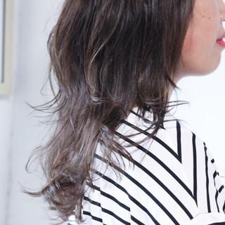 ナチュラル ロング グレージュ 大人ハイライト ヘアスタイルや髪型の写真・画像