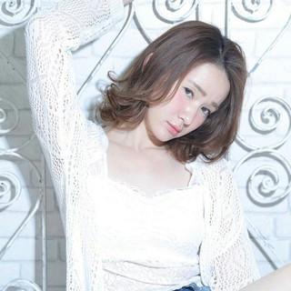 ピュア ボブ ミディアム フェミニン ヘアスタイルや髪型の写真・画像