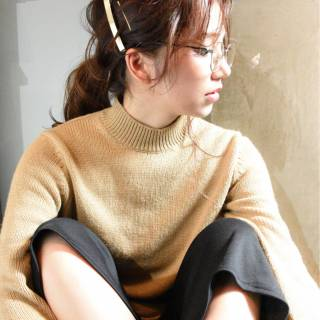 セミロング ポニーテール ナチュラル ラフ ヘアスタイルや髪型の写真・画像