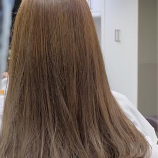 ミルクティー ロング ニュアンス アッシュ ヘアスタイルや髪型の写真・画像