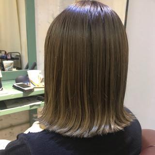 外ハネボブ ミディアム オリーブグレージュ オリーブカラー ヘアスタイルや髪型の写真・画像