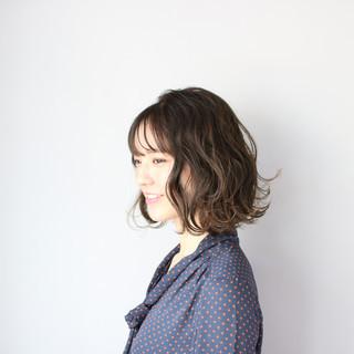 グレージュ ミディアム 外ハネボブ 外国人風カラー ヘアスタイルや髪型の写真・画像