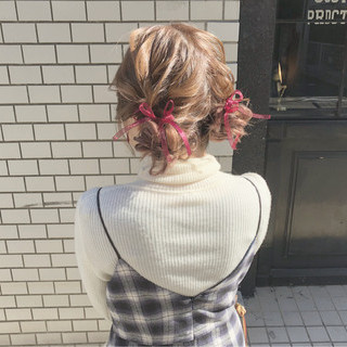 ツインお団子 ガーリー ヘアアレンジ セミロング ヘアスタイルや髪型の写真・画像 ヘアスタイルや髪型の写真・画像