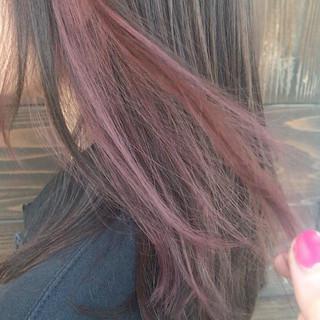 ナチュラル セミロング インナーカラー インナーピンク ヘアスタイルや髪型の写真・画像
