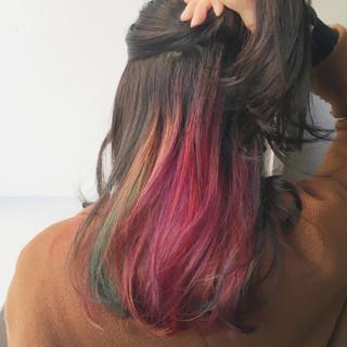 スポーツ ピンク インナーカラー セミロング ヘアスタイルや髪型の写真・画像