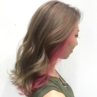 フェミニン ピンク セミロング インナーカラー ヘアスタイルや髪型の写真・画像