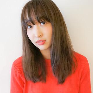ストレート 無造作 大人かわいい 外国人風 ヘアスタイルや髪型の写真・画像 ヘアスタイルや髪型の写真・画像