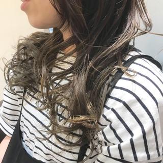 マット ロング フェミニン グレージュ ヘアスタイルや髪型の写真・画像