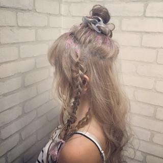 ロング ハイトーン ヘアアレンジ お団子 ヘアスタイルや髪型の写真・画像 ヘアスタイルや髪型の写真・画像