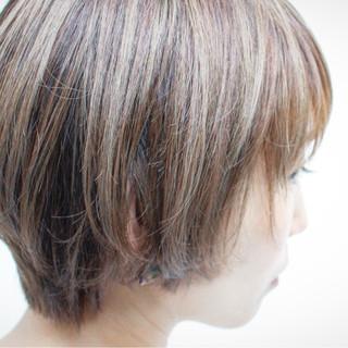 シルバー ナチュラル シルバーアッシュ ハイライト ヘアスタイルや髪型の写真・画像 ヘアスタイルや髪型の写真・画像