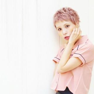 ショート ピンクアッシュ 透明感 外ハネ ヘアスタイルや髪型の写真・画像