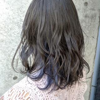 インナーカラー ネイビーブルー セミロング ブルーブラック ヘアスタイルや髪型の写真・画像