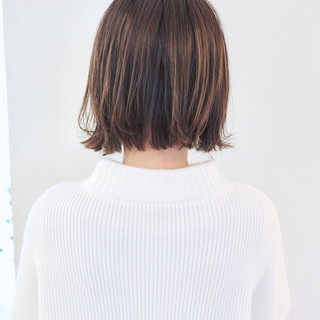 バレイヤージュ グラデーションカラー アンニュイほつれヘア ミニボブ ヘアスタイルや髪型の写真・画像