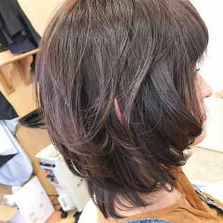 ウルフカット ミディアム マッシュ レイヤーカット ヘアスタイルや髪型の写真・画像