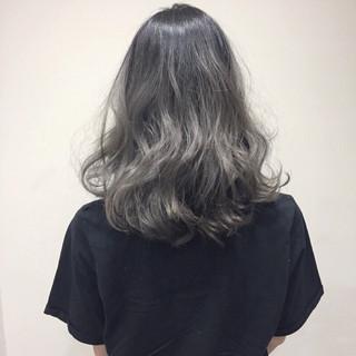 外国人風 ハイライト グラデーションカラー 暗髪 ヘアスタイルや髪型の写真・画像