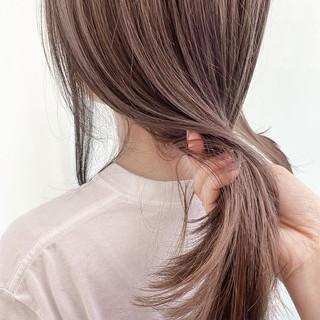 簡単ヘアアレンジ ラベンダーアッシュ ナチュラル セミロング ヘアスタイルや髪型の写真・画像