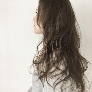 ナチュラル グレージュ アッシュ ロング ヘアスタイルや髪型の写真・画像