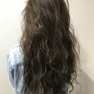 ハイライト ストリート アッシュベージュ ロング ヘアスタイルや髪型の写真・画像