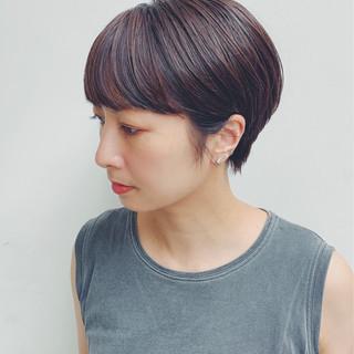 レッドカラー ショートヘア インナーカラー フェミニン ヘアスタイルや髪型の写真・画像