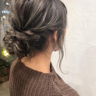 ミディアム モード デート グレージュ ヘアスタイルや髪型の写真・画像 ヘアスタイルや髪型の写真・画像
