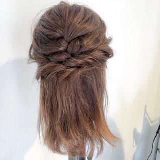 フェミニン セミロング ハーフアップ アウトドア ヘアスタイルや髪型の写真・画像