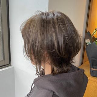 切りっぱなしボブ オリーブアッシュ ボブ オリーブカラー ヘアスタイルや髪型の写真・画像
