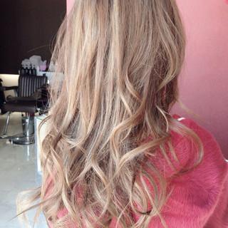 ストリート ロング ハイライト パーマ ヘアスタイルや髪型の写真・画像
