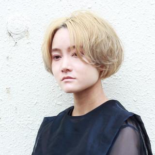 ブリーチ ショートボブ シルバーアッシュ ボブ ヘアスタイルや髪型の写真・画像