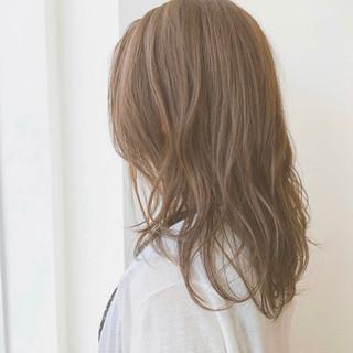 セミロング ブラウンベージュ  ナチュラル ヘアスタイルや髪型の写真・画像