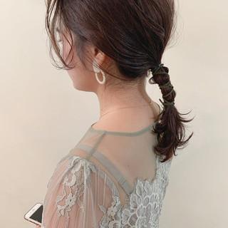 アンニュイほつれヘア ナチュラル 簡単ヘアアレンジ セミロング ヘアスタイルや髪型の写真・画像